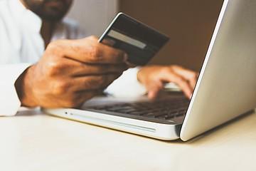 Verbraucher geben nach gewerblicher Suche über Gelbe Seiten deutlich mehr aus als nach Google-Suche